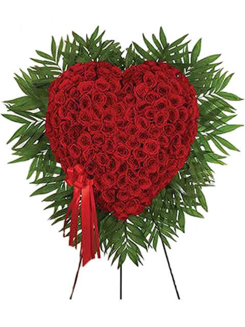 corona di cuore con 50 rose rosse